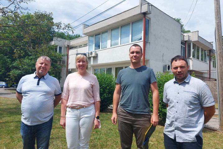 Krešimir Persen, Ivana Cvitan Polić, Branimir Grabovac i Dario Miculinić ispred ambulante u Čavlima