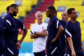 NAPADAČKI ADUTI - Karim Benzema i Kylian Mbappé s Didierom Deschampsom/Foto REUTERS