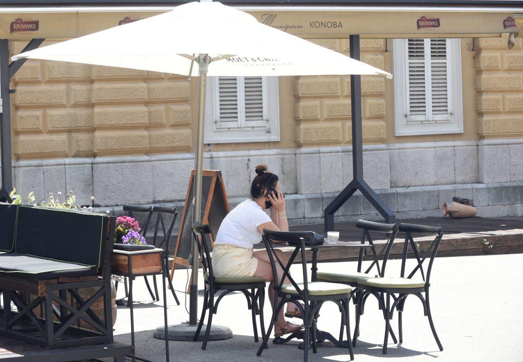 Terasa restorana Municipium na Trgu 128. brigade već je dulje vrijeme zatvorena / Snimio Marko GRACIN