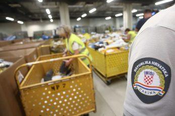 Pošiljke u Novom sortirnom centru pripremaju se za dostavu / Foto Matija HABLJAK/PIXSELL