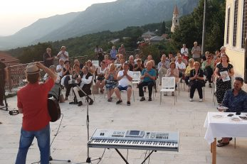 : Nastup Nevena Barca na platou ispred Kuće Klović / Foto: D. BADURINA