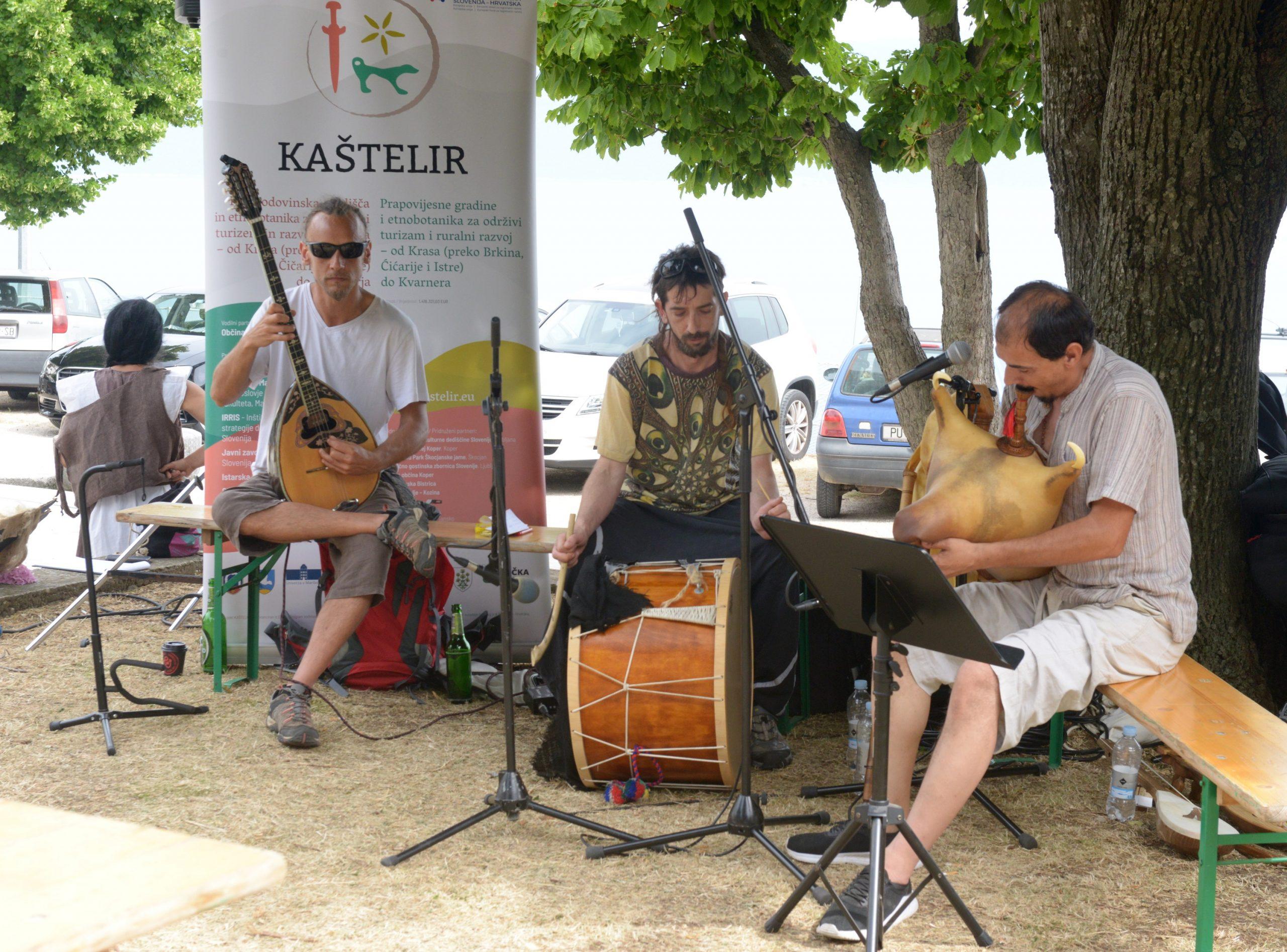 Goran Mikas i grupa Plet predstavili su tradicijska glazbala koja su se koristila kroz povijest na našim prostorima