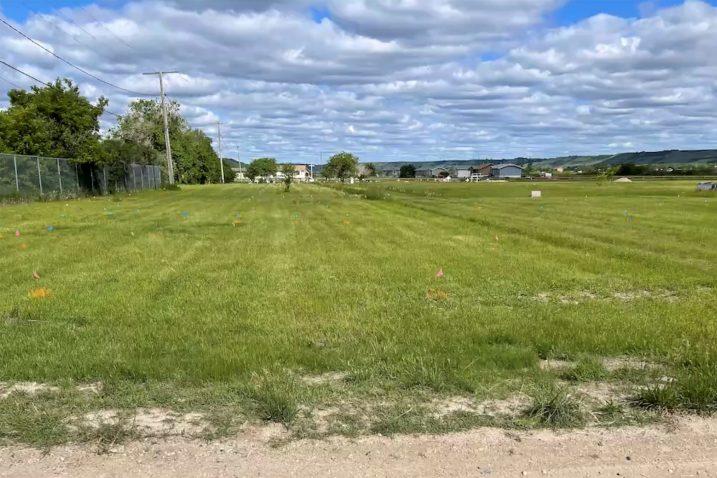 Polje kraj Graysona u blizini nekadašnje škole na kojem su navodno pronađeni grobovi stotina ljudi / REUTERS