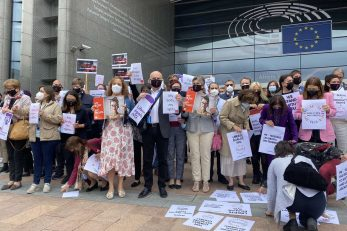 Europarlamentarci koji podržavaju Matićevu rezoluciju pred Europskim parlamentom / Foto Twitter Predrag Matić Fred