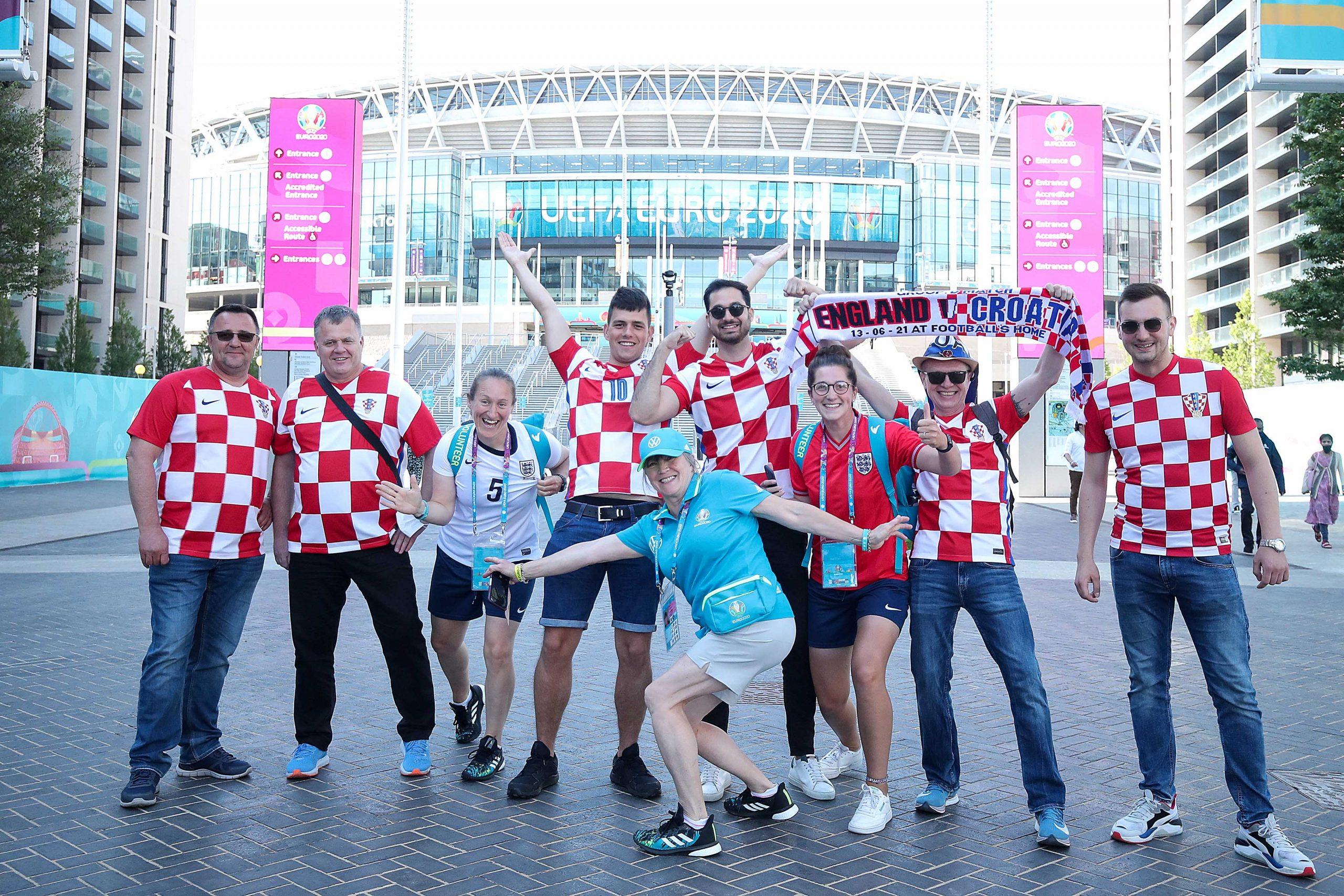 Hrvatski navijači ispred Wembleyja/Foto PIXSELL