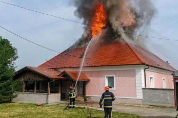 Vatrogasci gase požar na župnom uredu u Sincu