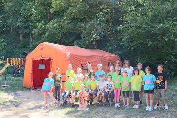 Djeca na bilingvalnom znanstvenom kampu u Klani