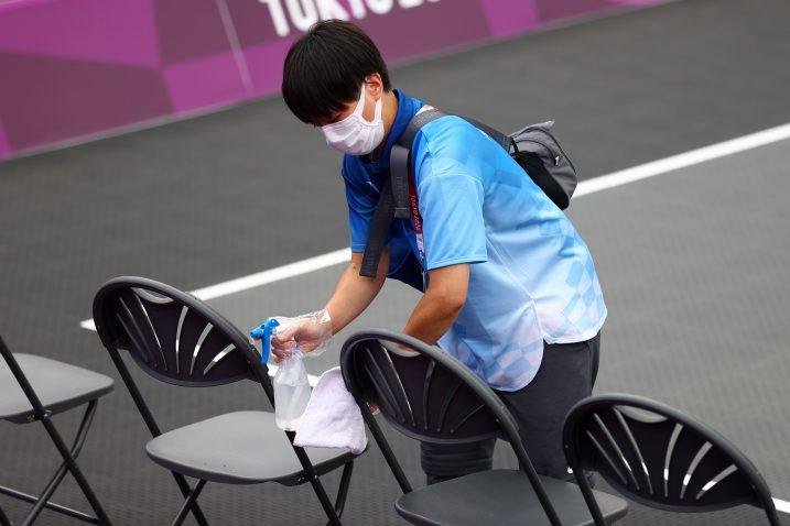 Dezinfekcija na svakom koraku/Foto REUTERS