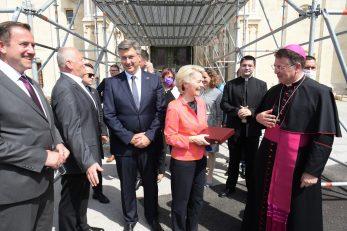 Ursula von der Leyen pred zagrebačkom katedralom