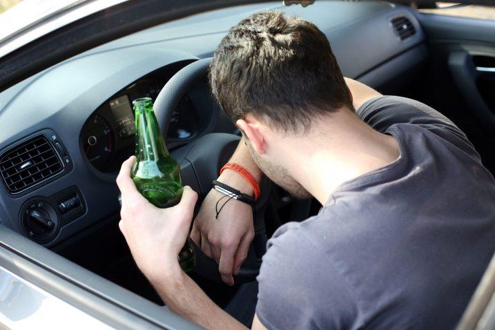 Ilustracija alkoholiziranog vozača (ne prikazuje osobe iz teksta) / Foto Kristina Stedul Fabac/PIXSELL
