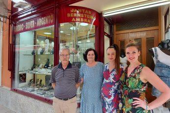 Obitelj Nuaj i Barbara Babić ispred »Fride« / Foto Iris MRZLJAK