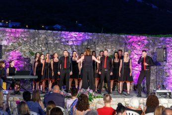 Pjevački zbor mladih »Josip Kaplan« oduševio je izvedbom svjetskih i domaćih evergreena
