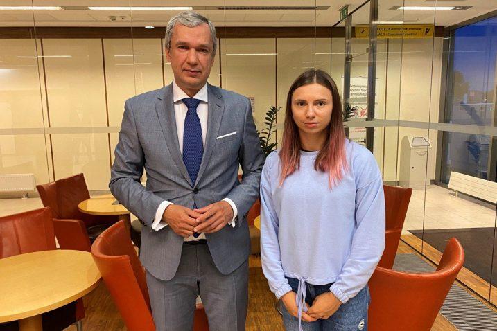 Kristinu je u Varšavi dočekao i Pavel Latuška, predstavnik bjeloruske političke opozicije/Foto REUTERS