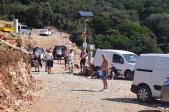 Ovako u turističkoj sezoni izgleda pristup pristaništu u Mrtvaškoj / Foto B. PURIĆ