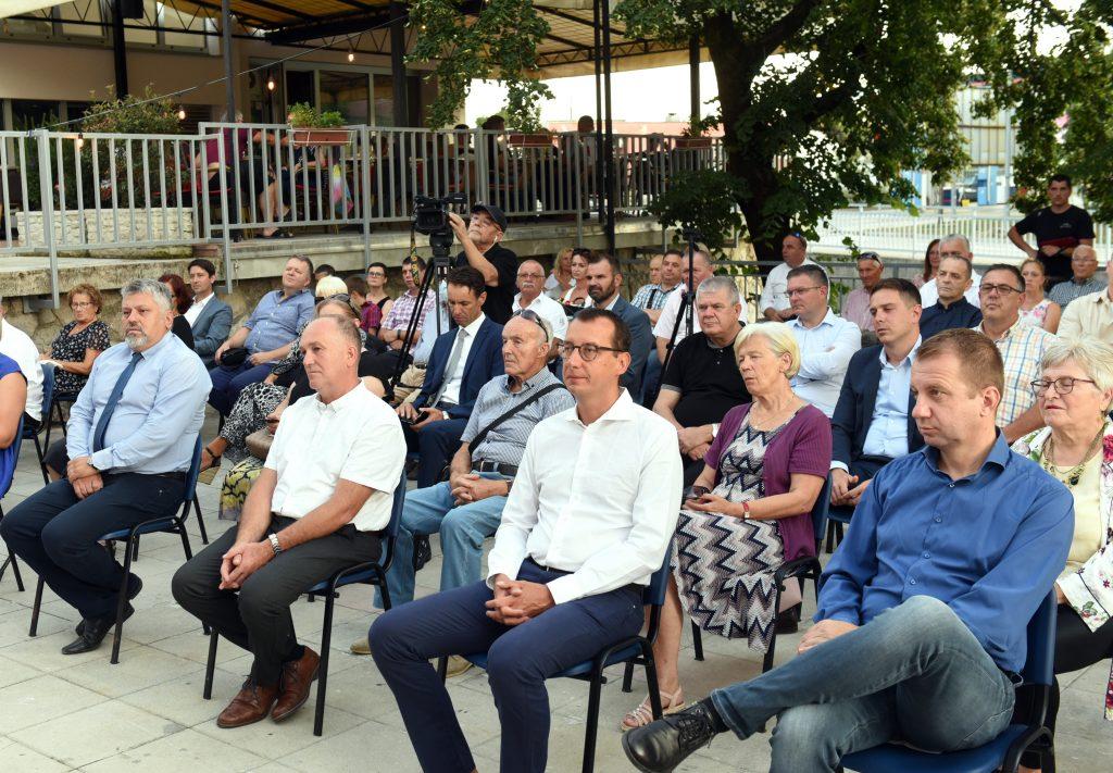Svečana sjednica održana je na trgu iza Doma kulture u Čavlima / Foto M. GRACIN