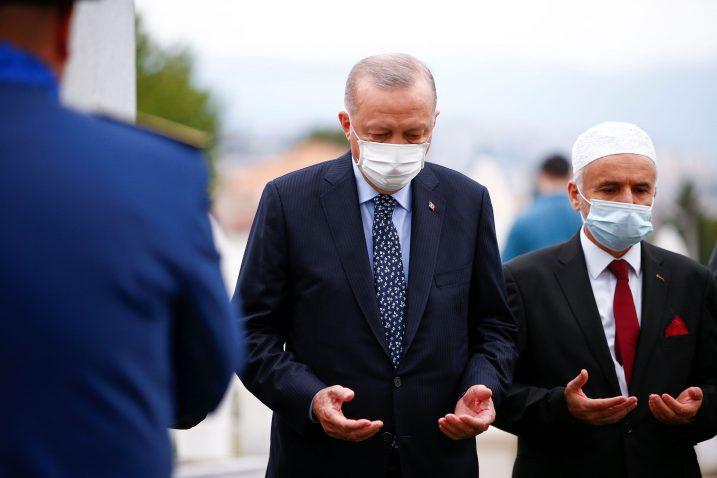 Erdogan na grobu Alije Izetbegovića / Foto Reuters