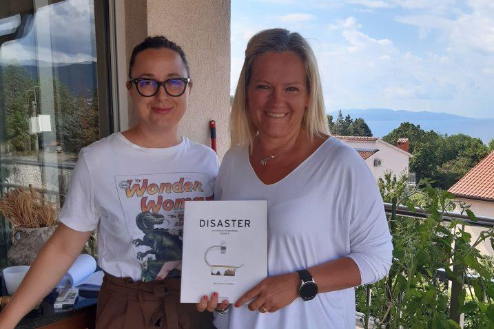 Ponosne vlasnice najbolje svjetske knjige – Ana Zoričić i Linda Poščić Borovac / Foto Slavica Kleva