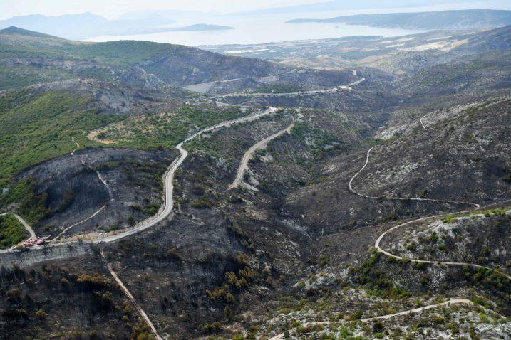 Pogled na požarište iz helikoptera / Foto Ured predsjednika RH, Marko Beljan