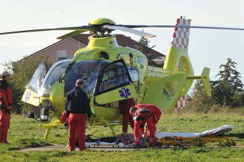 Medicinski prijevoz obavlja se posebno opremljenim helikopterima koji mogu sletjeti doslovno uz unesrećenog pacijenta / Foto S. DRECHSLER
