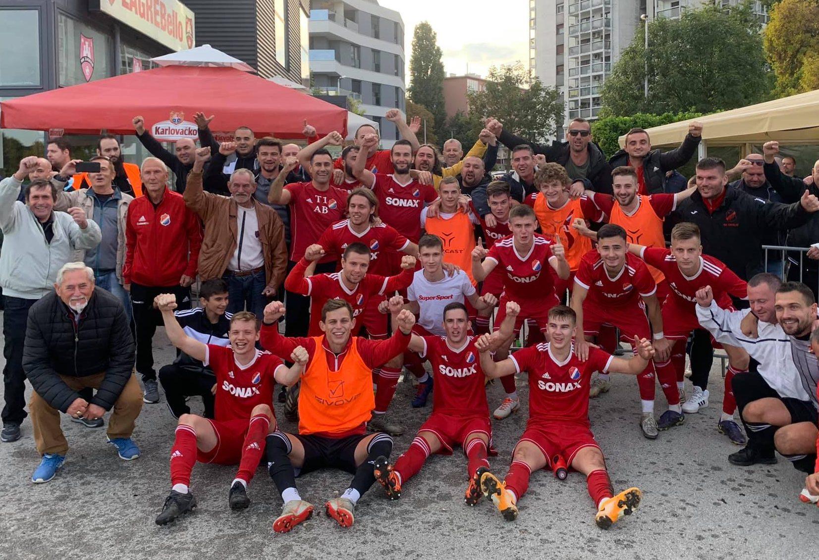 Slavlje nogometaša Oriolika/Foto: NK Oriolik Oriovac (Facebook)