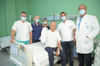Sreća nakon uspješne operacije - dr. Darko Majić, medicinske sestre Marija Kalčić i Maja Andrić, pacijent Tomo Kolak, dr. Damir Juranić i dr. Miljenko Kovačević / Foto: M. LEVAK
