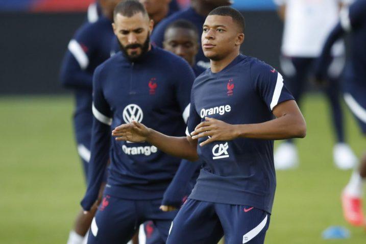 Karim Benzema i Kyllian Mbappe/Foto: REUTERS