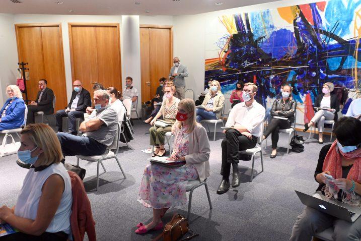 Riječka Udruga Civis Mundi organizirala je raspravu o unapređenju postupka integracije / Snimio Vedran KARUZA