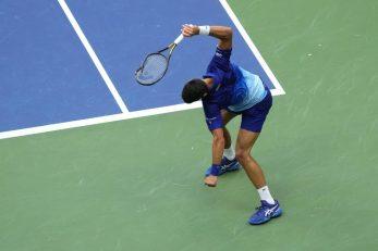 Novak Đoković razbija reket/Foto: REUTERS