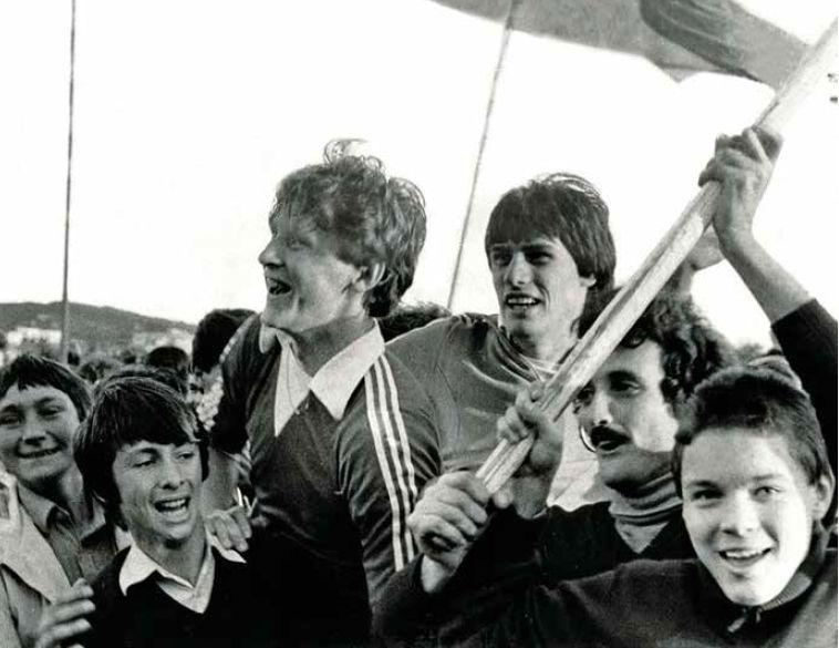 Nenad Gračan i Efrem Močinić na ramenima navijača