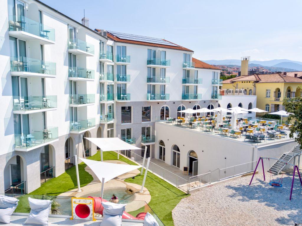 Family Hotel Lišanj osvjetlao je obraz novljanske rivijere / Foto Franjo Deranja