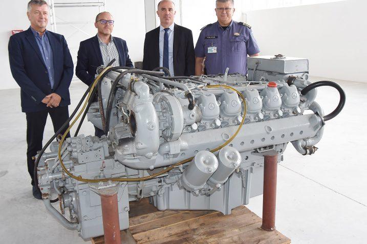 Motor će biti smješten u izdvojenom objektu Pomorskog fakulteta u Torpedu gdje je jučer upriličena primopredaja / Foto S. DRECHSLER