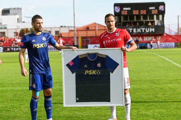 Arijan Ademi i Mario Tadejević uoči početka utakmice/V. KARUZA
