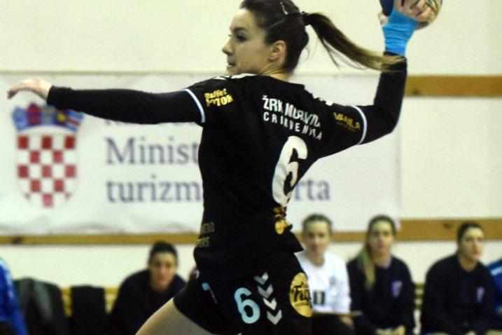 DESET GOLOVA ZA MURVICU - Rea Jelenović/Foto M. GRACIN