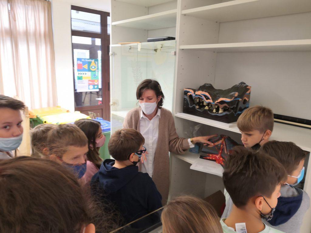 Učenici su dobili posebno izrađene modele prirodnih prijetnji / Foto V. MRVOŠ