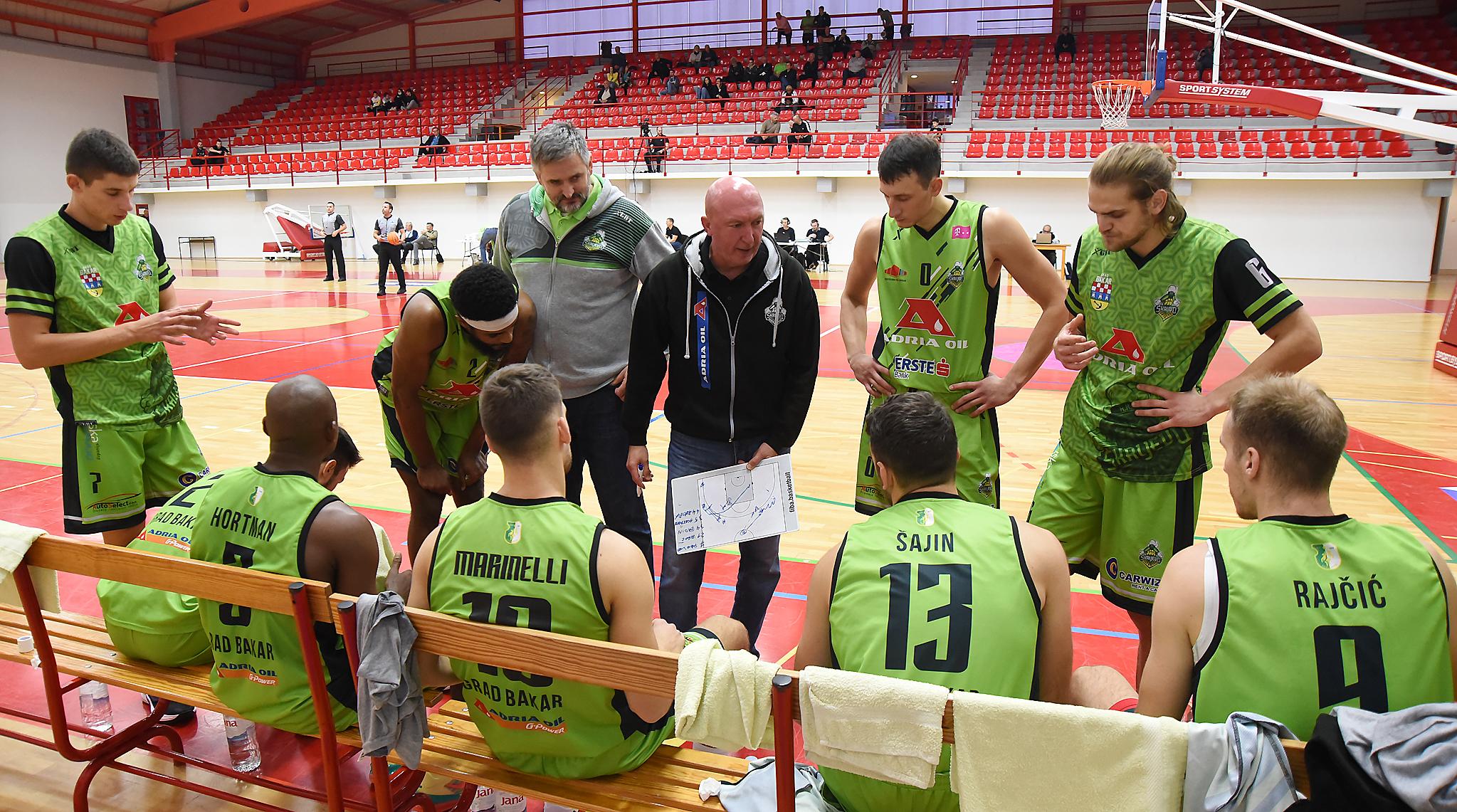 Mirko Šćekić i Damir Rajković s igračima/Foto Arhiva NL