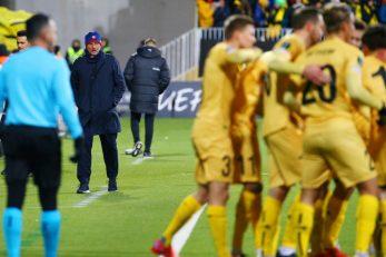 Jose Mourinho gleda slavlje danske momčadi/Foto REUTERS