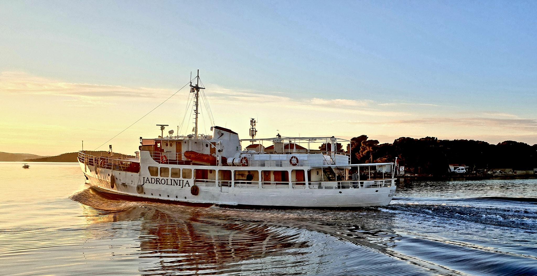 Brod Tijat u plovidbi / Foto Saša Jurat
