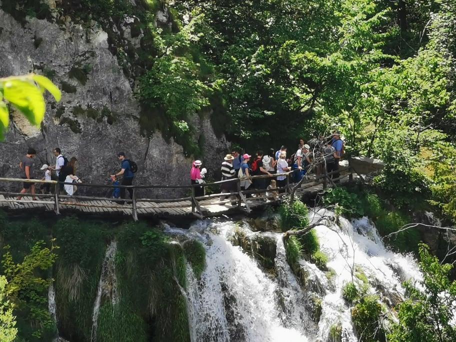 Posjetitelji na Plitvičkim jezerima