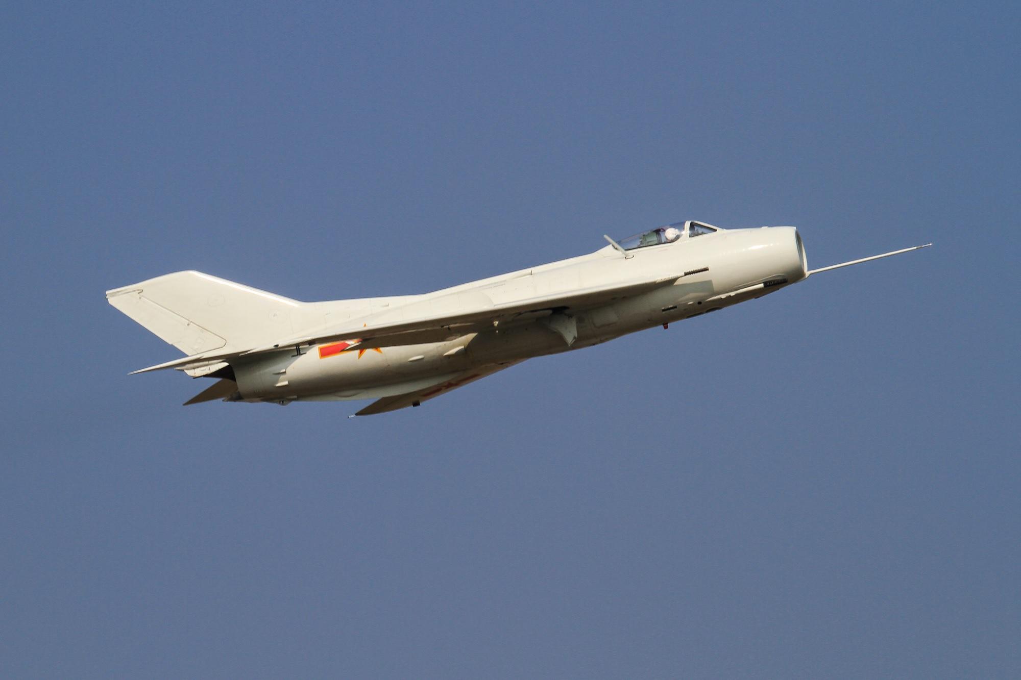 Kineski lovački avion Shenyang J-6 u letu / Foto Wikimedia Commons